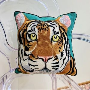 vintage 1970/80s needlepoint tiger accent pillow